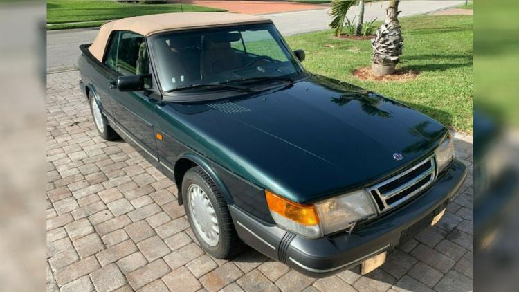 Уникальный 26-летний Saab продают за огромные деньги 1