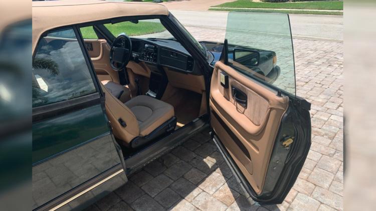 Уникальный 26-летний Saab продают за огромные деньги 3