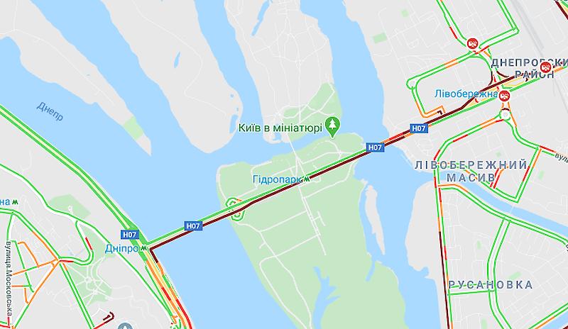 Неизвестные перекрыли движение по мосту Метро – Киев сковали масштабные пробки 1