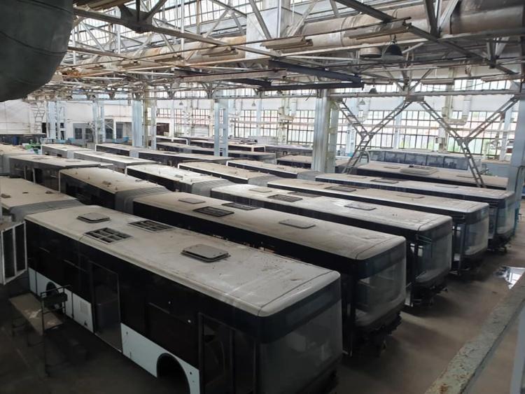 В Сети показали гигантское кладбище автобусов на заводе ЛАЗ 1