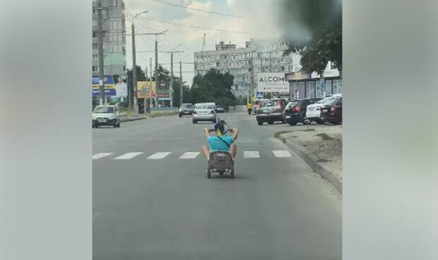 «Модный»: украинец построил «шикарное» транспортное средство 1