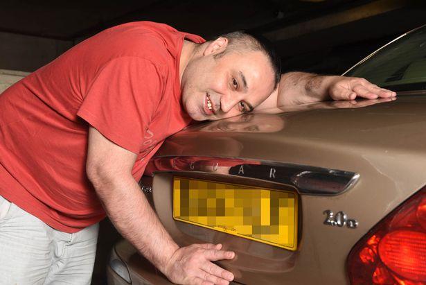 Житель Великобритании показал, насколько сильно он любит свое авто 3