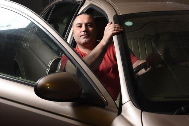 Житель Великобритании показал, насколько сильно он любит свое авто 4