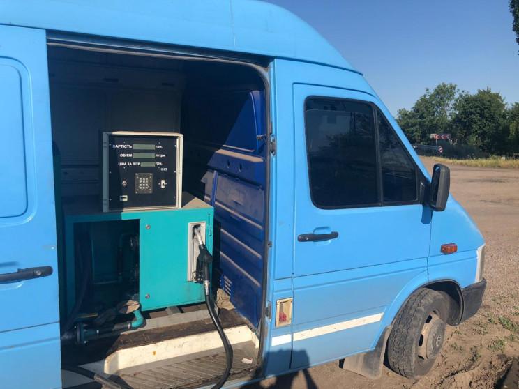 Украинец превратил свой автомобиль в мобильную АЗС 1