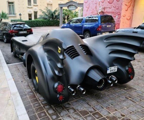 В Монако прибыл оригинальный «бэтмобиль» на украинских номерах 2