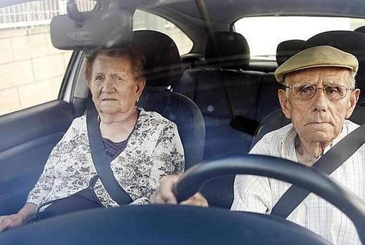 Автомобили пенсионеров предложили «помечать» 1