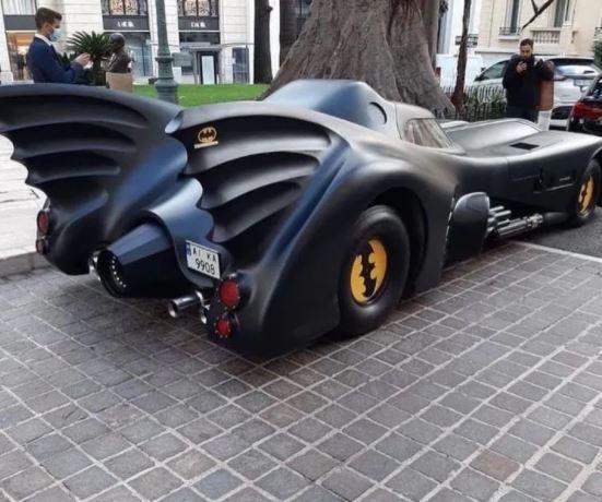 В Монако прибыл оригинальный «бэтмобиль» на украинских номерах 1