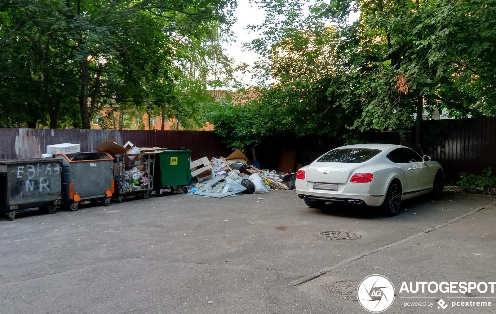 В Киеве на одной из свалок обнаружили Bentley за 100 тысяч долларов 1