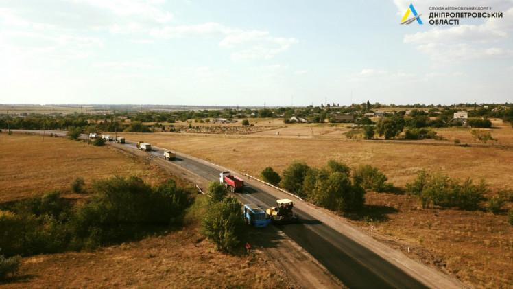 На автотрассе Кропивницкий – Кривой Рог выстелили половину выравнивающего слоя асфальта 1