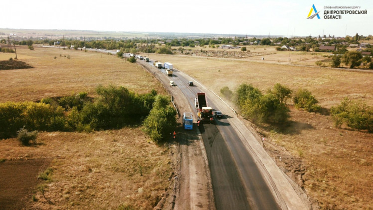 На автотрассе Кропивницкий – Кривой Рог выстелили половину выравнивающего слоя асфальта 2