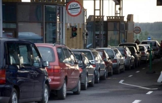 На украино-венгерской границе вновь большие очереди из автомобилей 1