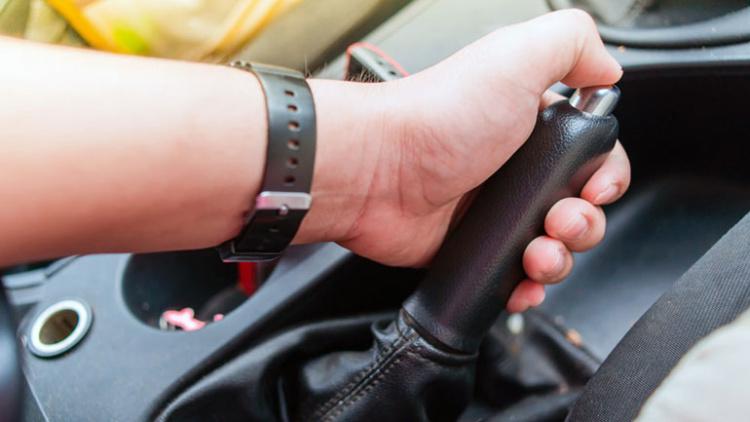 Европа отказывается от автомобилей с традиционным «ручным» тормозом 1