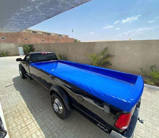 В Сети показали шестиметровый Dodge с бассейном 1