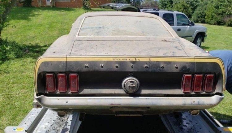 В брошенном гараже нашли Ford Mustang первого поколения в идеальном состоянии 2