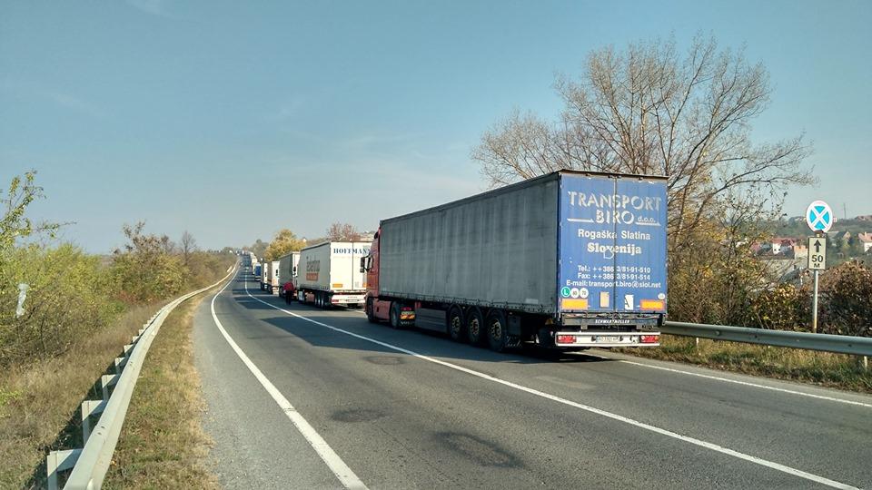 На выезде из Украины застряли сотни грузовых авто 1