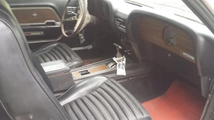 В брошенном гараже нашли Ford Mustang первого поколения в идеальном состоянии 3