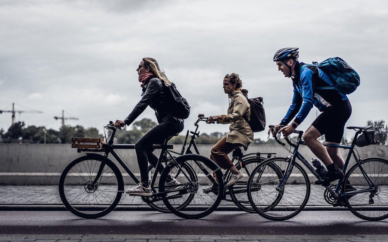 Украинских велосипедистов хотят обязать ездить в шлемах 1