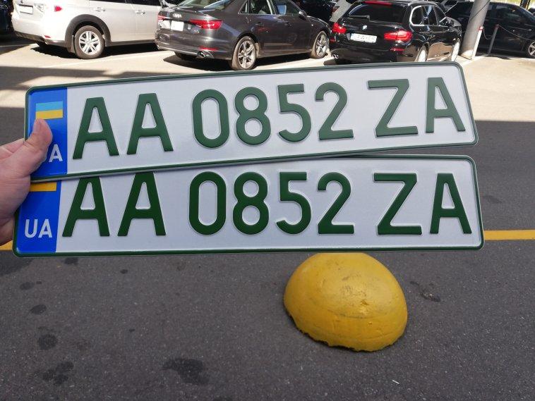 В Украине начали выдавать новые номерные знаки 2