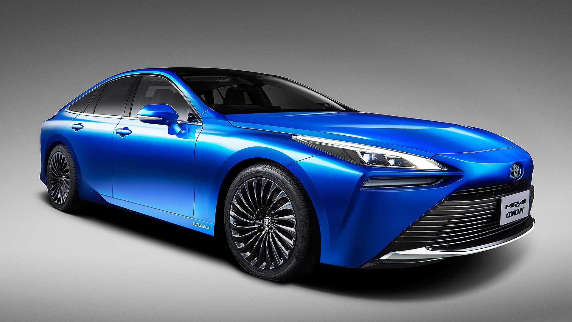 Toyota начинает продажи нового водородного седана 1