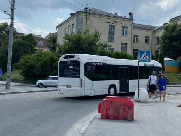 По Киеву начали курсировать люксембургские автобусы-гибриды 2