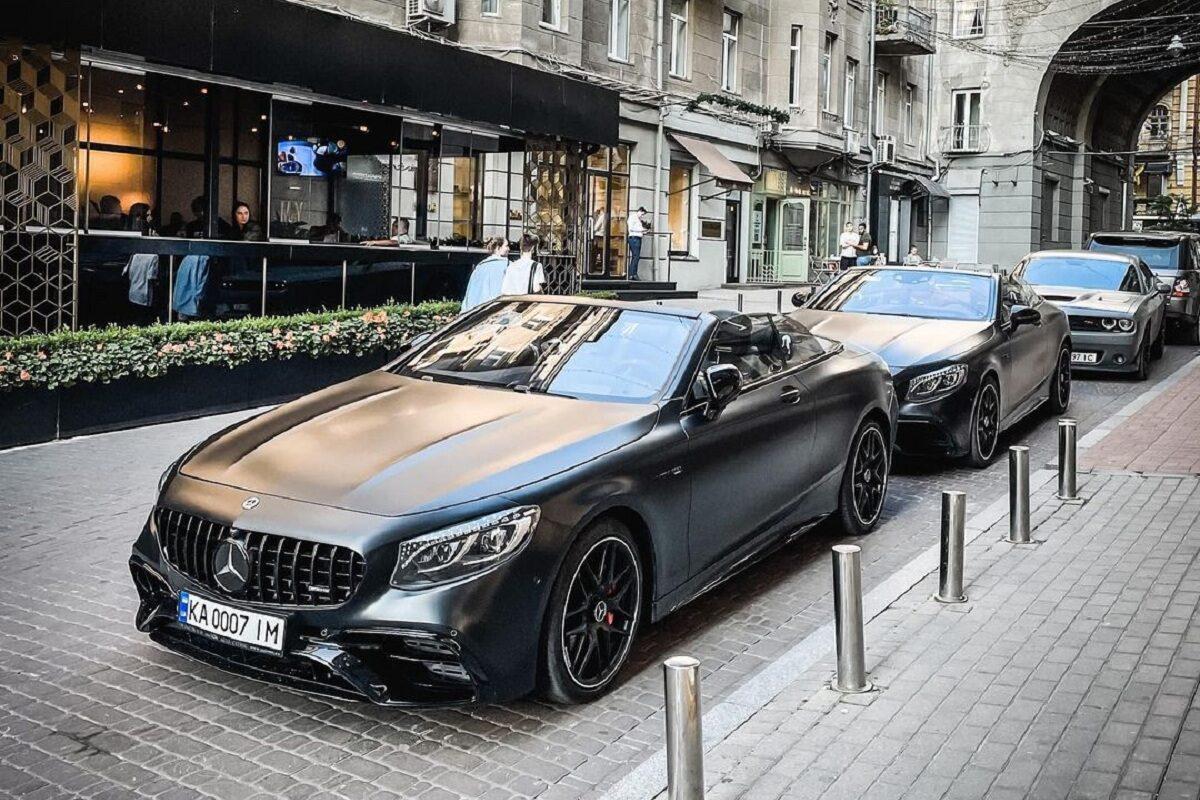В Украине засняли крутой кортеж на кабриолетах Mercedes 1