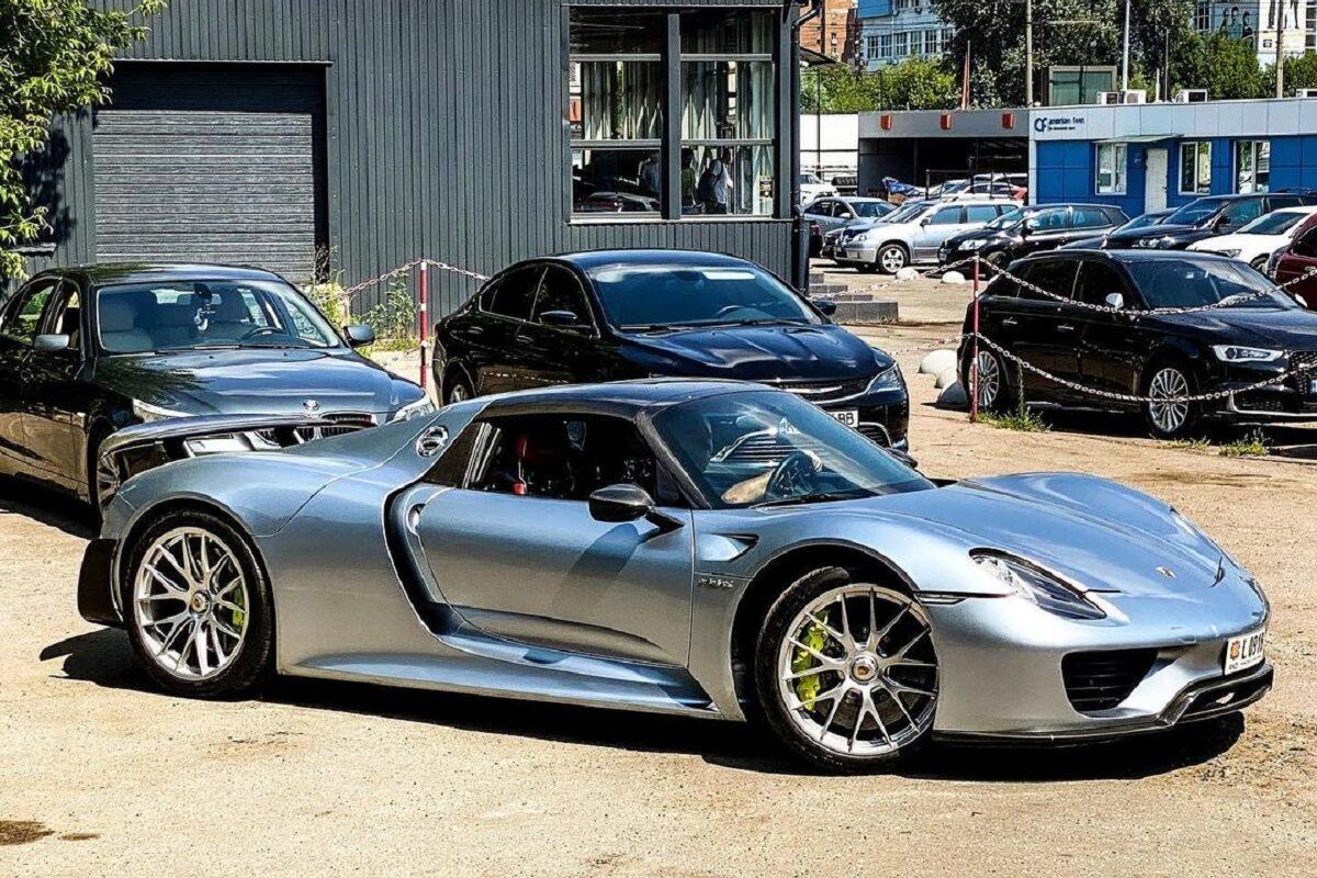 В Украине появился уникальный гиперкар Porsche 918 за миллион евро 1