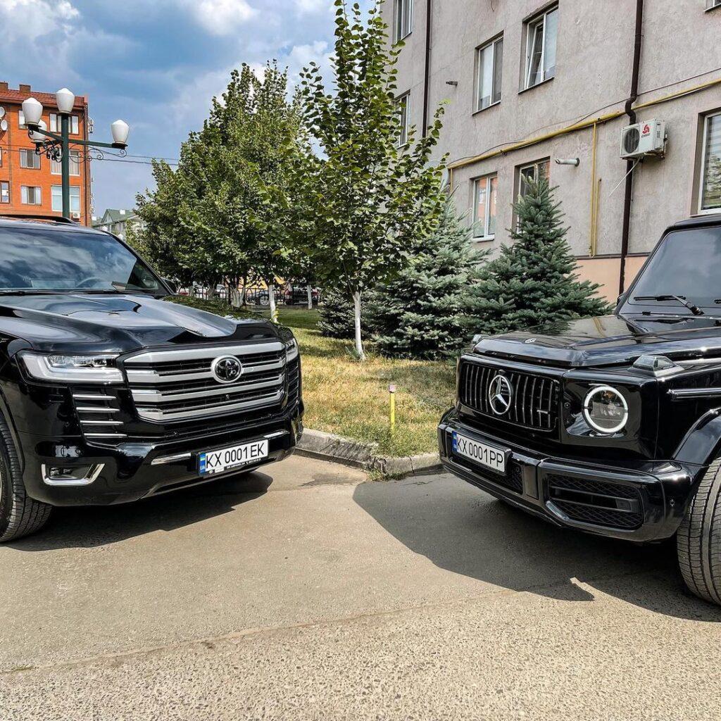 В Украине растет количество кортежей с новыми Toyota Land Cruiser 300 2