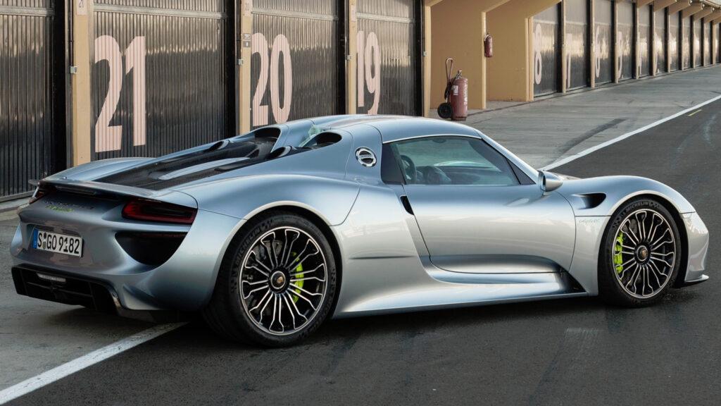 В Украине появился уникальный гиперкар Porsche 918 за миллион евро 2