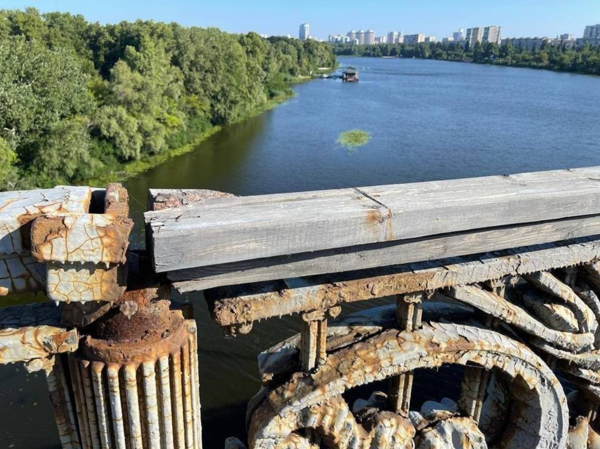 Состояние моста Патона показали на фото: рассыпается на глазах 1