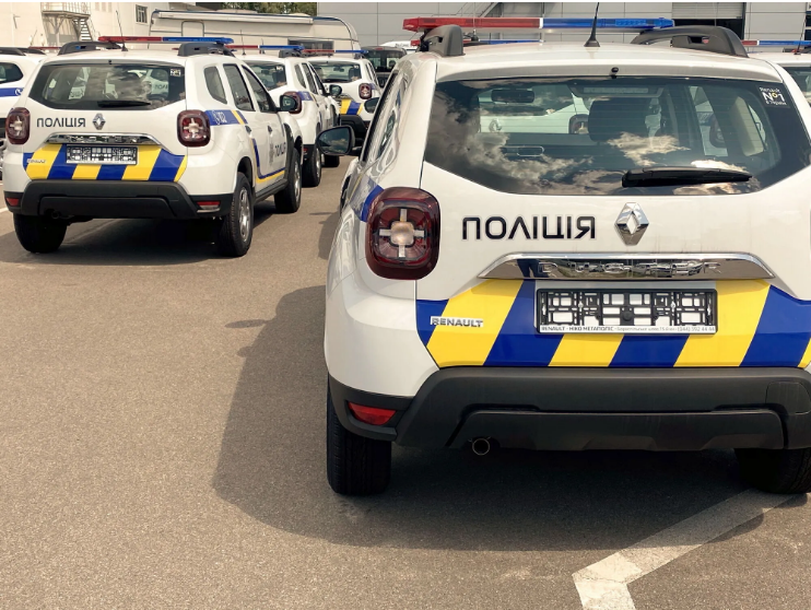 300 новеньких кросоверів Renault Duster поповнять автопарк Нацполіціі 2