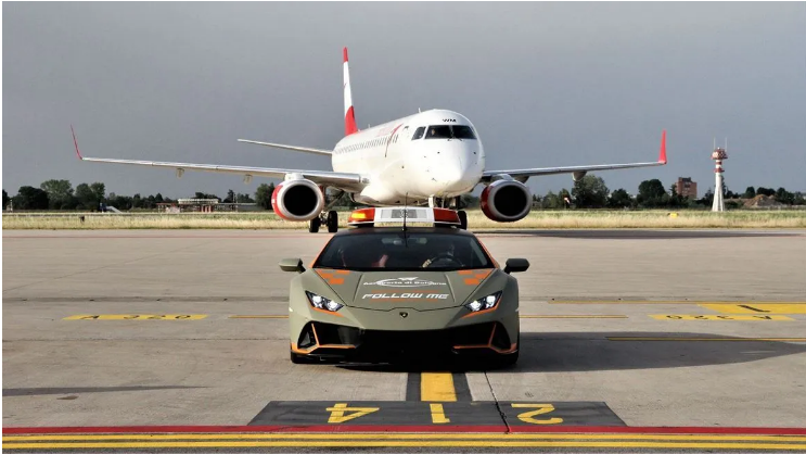 Lamborghini Huracan Evo «устроился» на работу в аэропорт 1