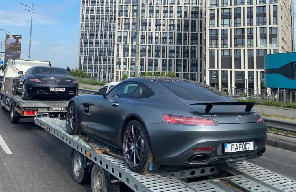 В Киеве засняли два ярких суперкара Mercedes 1