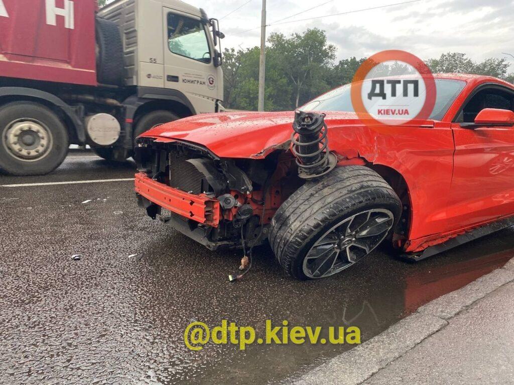 Украинец разбил прокатный Ford Mustang в свой День рождения 1