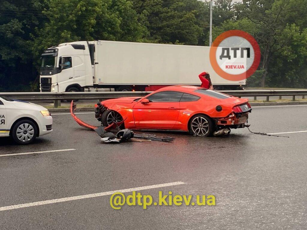 Украинец разбил прокатный Ford Mustang в свой День рождения 2