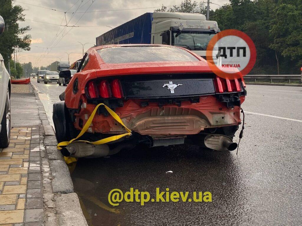Украинец разбил прокатный Ford Mustang в свой День рождения 3
