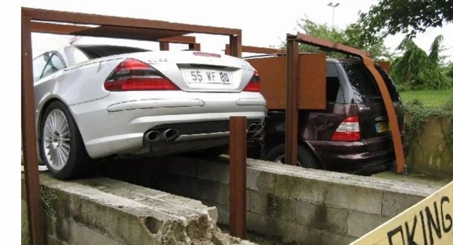 В знак протеста: француз призывает обратить внимание на низкое качествоавтомобилей Mercedes-Benz 3
