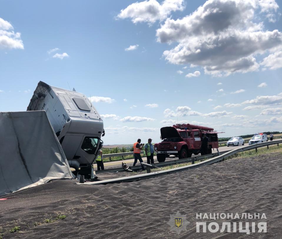 Трассу Киев – Одесса засыпало рапсом – движение ограничено 1