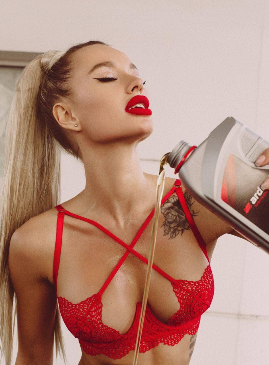 Знаменитая украинская фотомодель снялась в рекламе бельгийского моторного масла Ardeca 2