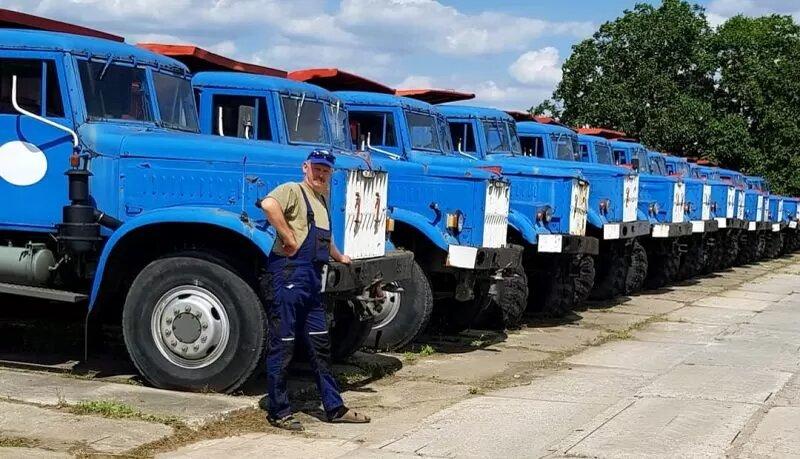 На фото показали огромную стоянку ненужных старых КрАЗов 3
