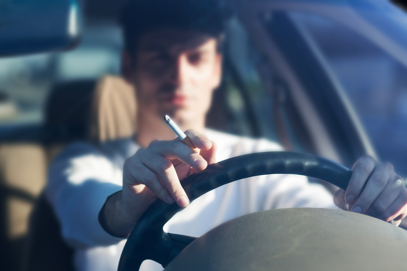 Курение за рулем теперь грозит большим штрафом 1