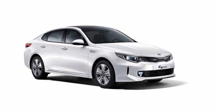 На китайский рынок вышел новый гибридный седан от Kia 1