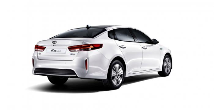 На китайский рынок вышел новый гибридный седан от Kia 2