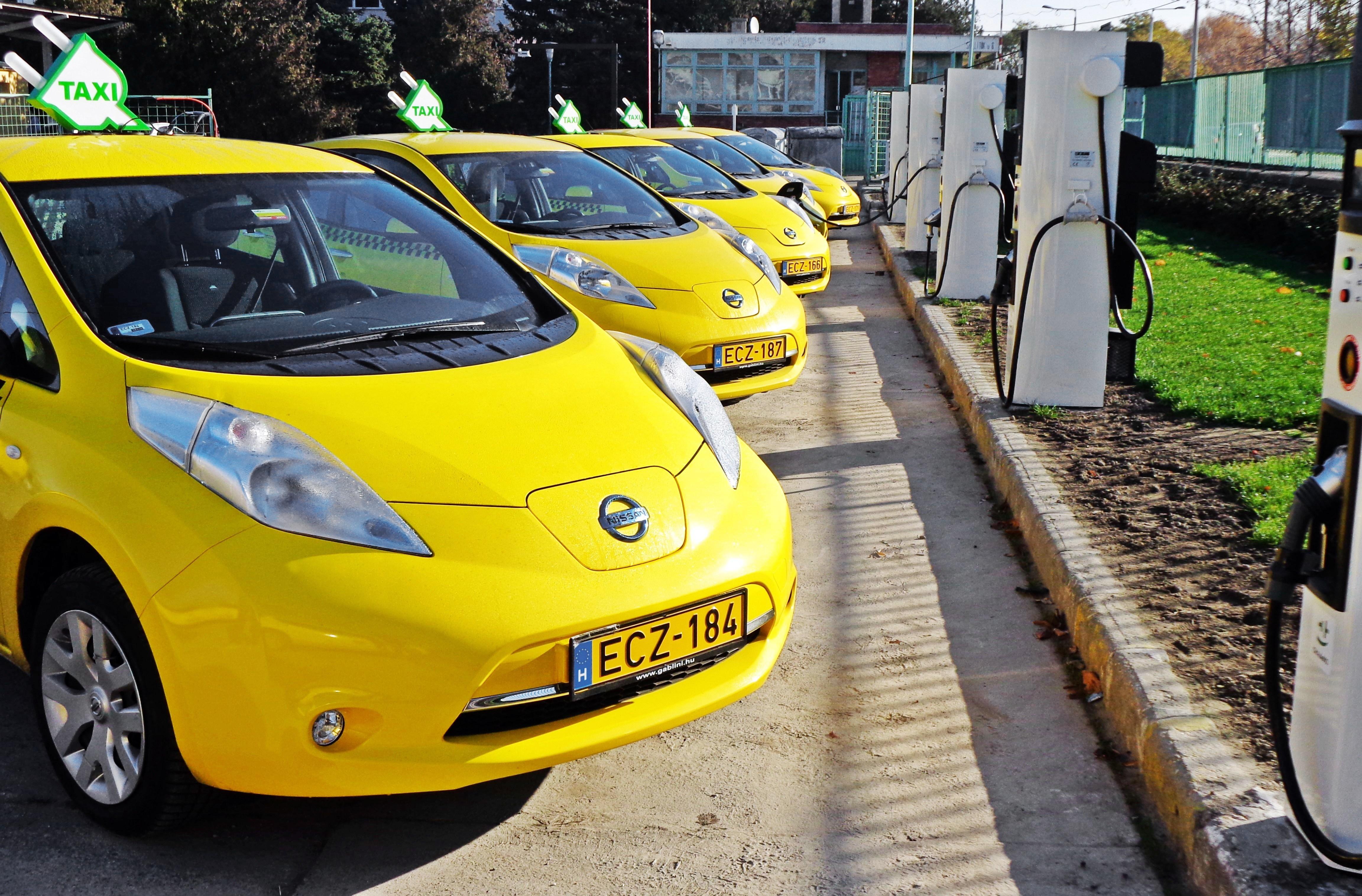 На улицах Киева появятся таксисты на электромобилях 1