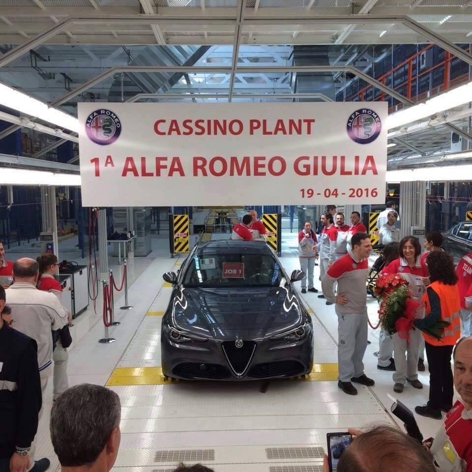 С конвейера сошел первый экземпляр Alfa Romeo Giulia 1