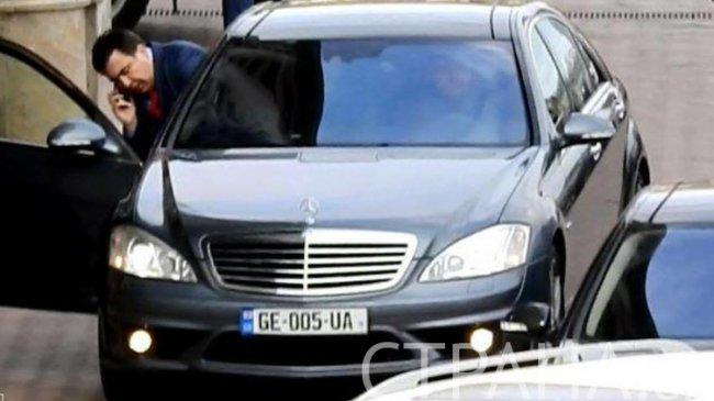 Мерседес Саакашвили стоимостью 4,4 млн грн перекрыл дорогу на глазах полицейских 3