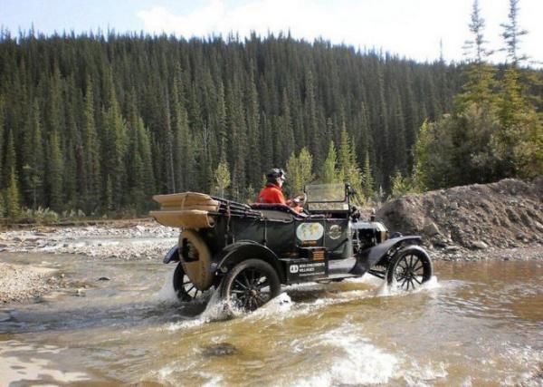 Автолюбитель отправился в «кругосветку» на машине 1915 года выпуска 1