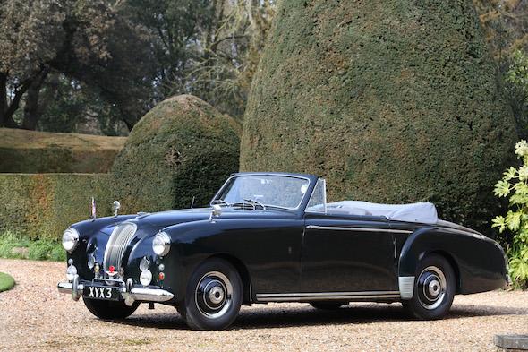 На аукционе выставят модифицированную версию Астон Мартин Lagonda 1
