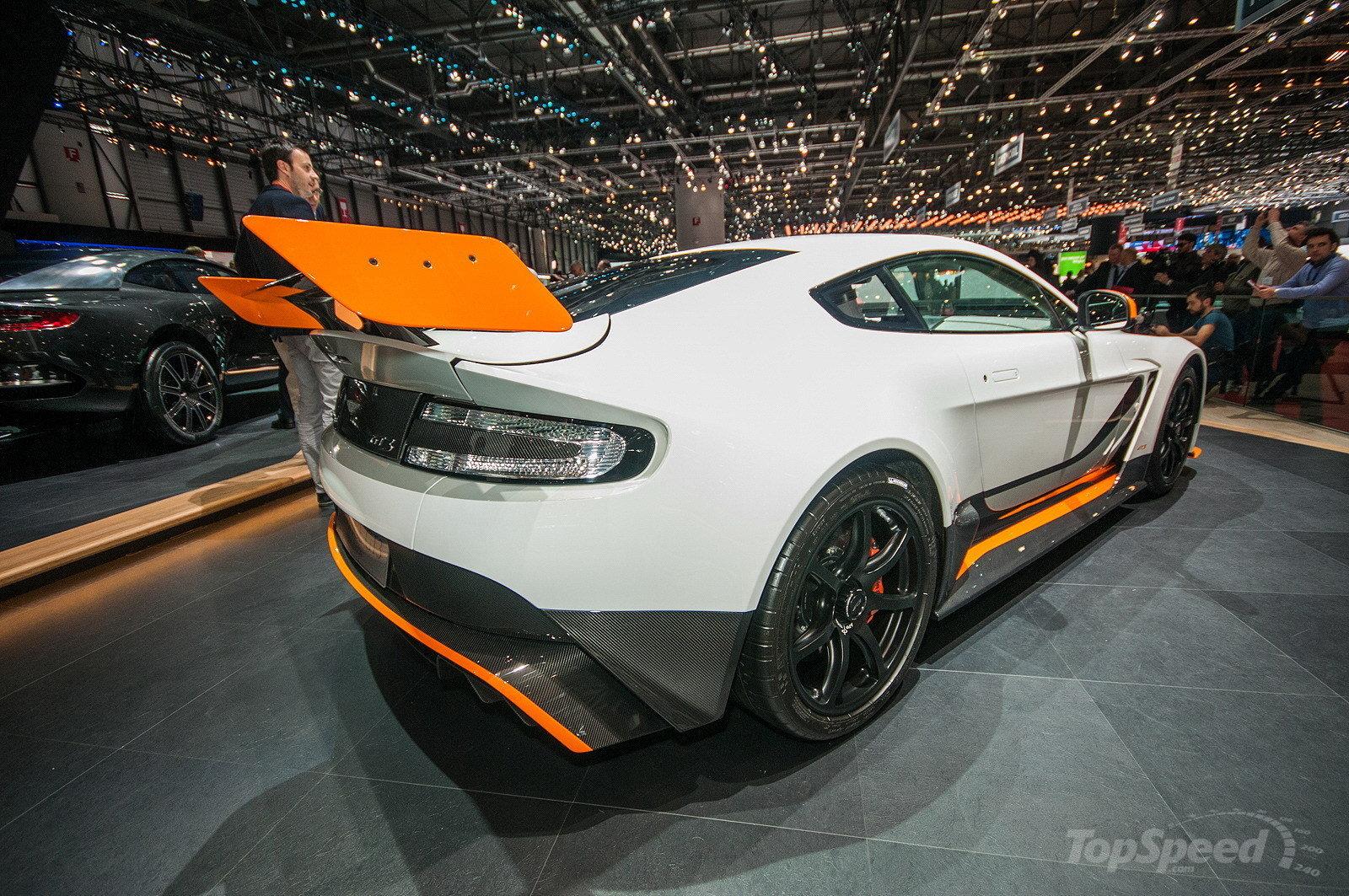 Aston Martin презентовала лимитированную версию Vantage GT8 1