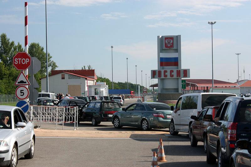 Автомобили с украинскими номерами не пропускают в Крым 1