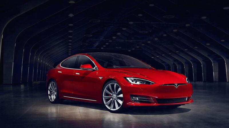 Компания Tesla презентовала обновленный седан Model S 1